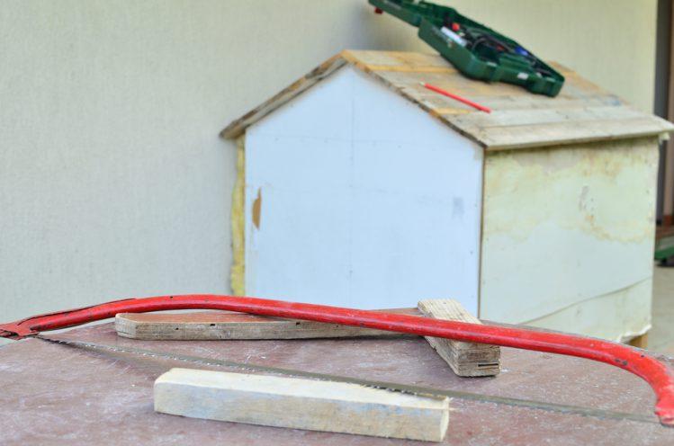作成途中の犬小屋